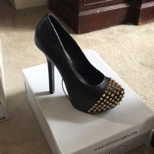 Steve Madden leather pump with studded toe